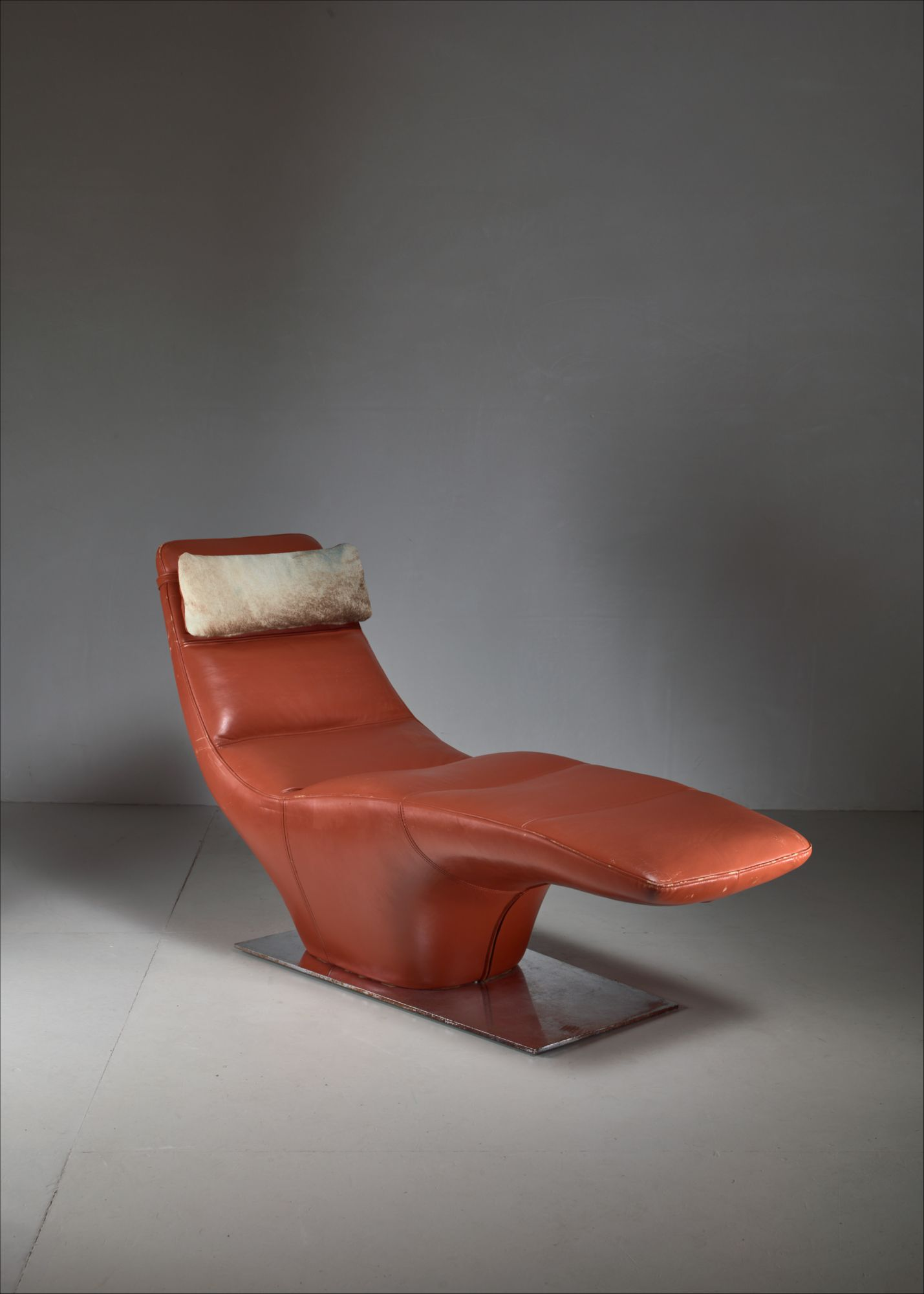 Incredible Leather Chaise Longue With Cowhide Pillow 1960S Evergreenethics Interior Chair Design Evergreenethicsorg