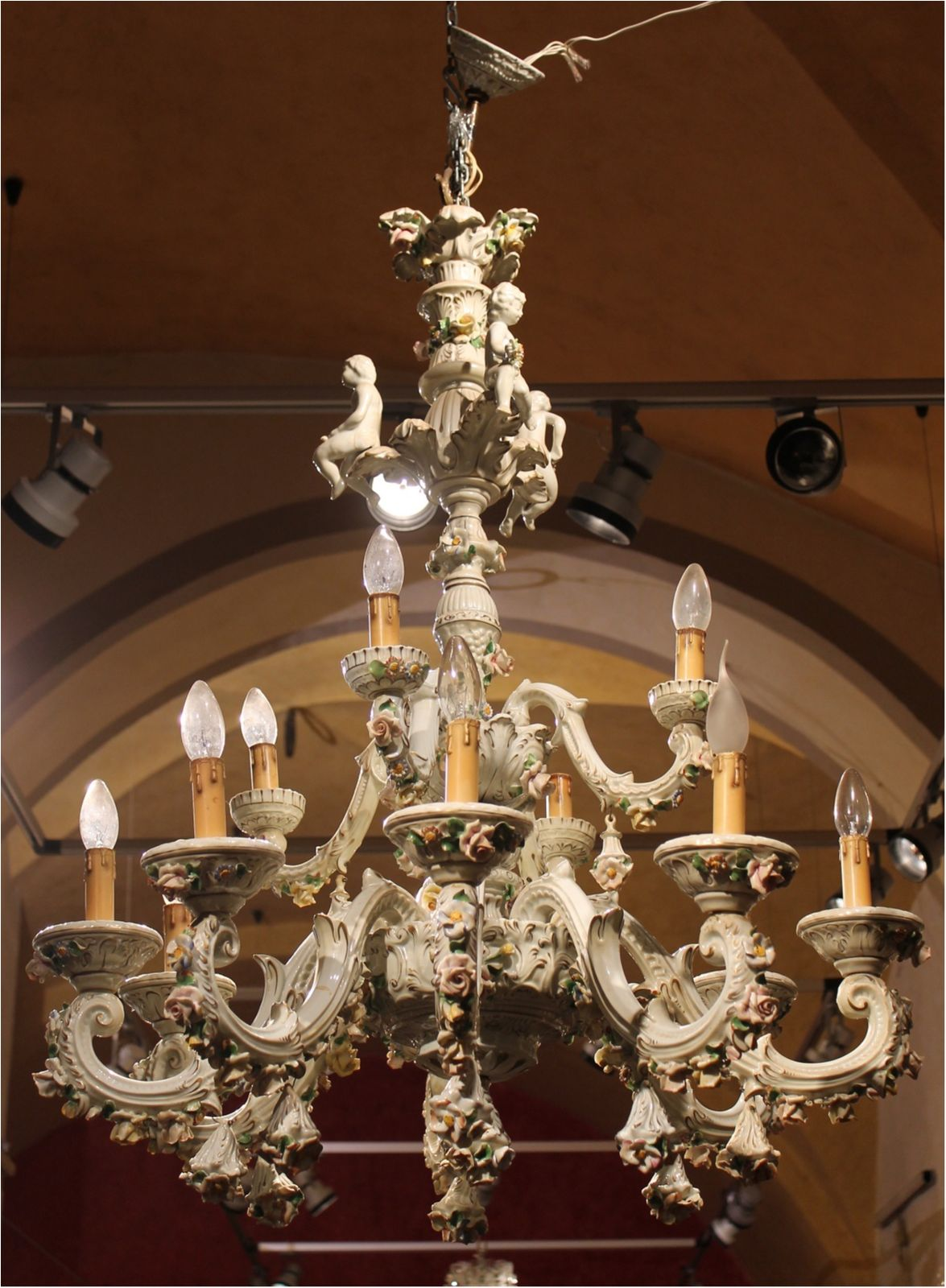 Capodimonte Porcelain Twelve Lights Chandelier With Putti And Fl Patterns